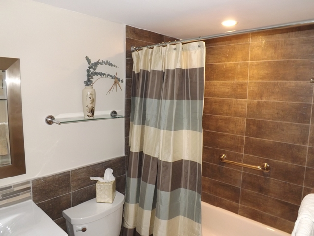 Pompano beach bathroom remodel donco designs for Jamaican bathroom designs