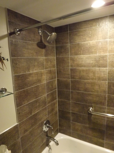 Kingston jamaica executive vacation rental bathroom watch for Bathroom ideas in jamaica