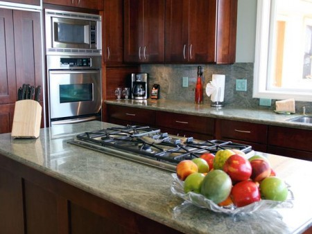Green Granite_Kitchen-island-range