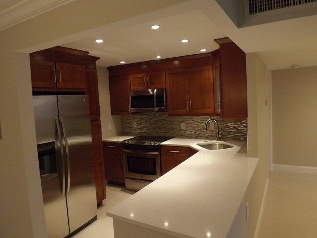 Pompano Beach - Kitchen